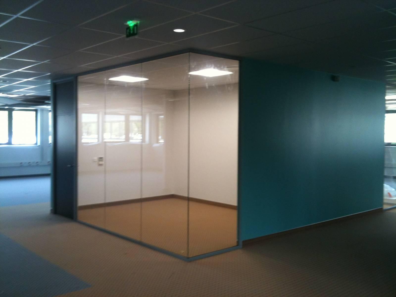 Installation de cloisons vitrées dans des bureaux à montpellier